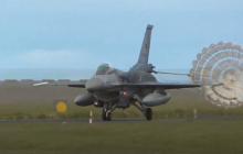 F-16 ВВС Греции и Турции опасно сблизились над Эгейским морем - кадры за секунды перед столкновением