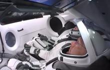 Полет Crew Dragons в космос: появились фото астронавтов в приподнятом настроении
