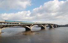 В Киеве неизвестный заминировал мост Метро и угрожает его подорвать - видео