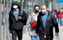"""Медик обратился к украинцам: """"Надевайте маску, под ИВЛ дышать труднее"""""""