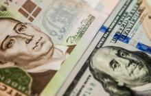 """Доллар """"рухнул"""" до 4-летнего минимума: что происходит с курсом валют в Украине"""