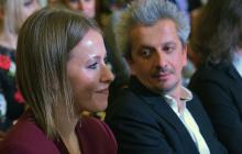 """Ксения Собчак выложила фото в трусиках с намеком на """"большие обстоятельства"""""""