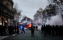 """Власти во Франции готовятся подавить протесты """"желтых жилетов"""", приняв неоднозначные законы"""