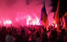 Сотни активистов вышли на улицы на шествие с факелами - как отметили 100-ю годовщину Крут в Запорожье