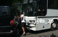 Эксклюзивные кадры с места ДТП с кортежем Зеленского: хорошо, что детей везли большие автобусы - видео