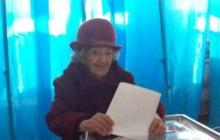 100-летняя украинка поразила всех на избирательном участке: появился мощный кадр из Херсона