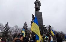 В Харькове отпраздновали 4-ю годовщину Евромайдана народным вече: сотни харьковчан пришли к легендарному памятнику Шевченко - кадры