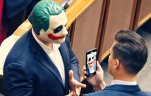 Пранкер Джокер показал переписку с Кивой в ответ на скандал с маской в Раде