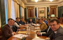 Зеленский срочно вызвал на совещание Богдана и Гончарука, известна причина - фото