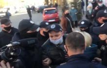 На рынках Мелитополя люди устроили протест из-за карантина - задержания попали на видео