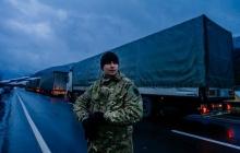 Яценюк ввел официальный запрет на транзитный проезд российских фур через Украину