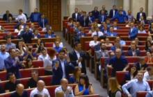 Верховная Рада под аплодисменты распустила ЦИК – кадры из Парламента