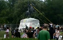Протесты в США: вандалы попытались уничтожить монумент Эндрю Джексону