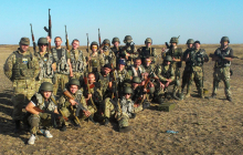 """Бойцы """"Азова"""" заняли новые позиции на Донбассе: местные жители просят остаться и защитить их"""