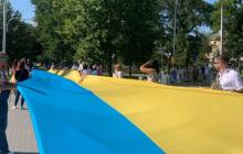 В День Независимости Украины по Измаилу пронесли гигантский флаг
