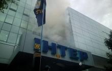 """Офис """"Интера в дыму"""", взрываются дымовые шашки: националисты из """"Азова"""" выдвинули ультиматум телеканалу"""