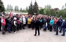 """В Алчевске начался """"голодный бунт"""" - бизнесмены устроили массовый пикет: """"За что кормить детей!"""""""