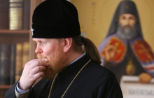 Благодарил за Томос и наградил Порошенко: архиепископ ПЦУ обвинил Филарета во лжи