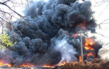 """В промзоне Черкасс вспыхнул масштабный пожар и """"накрыл"""" половину города: появилась первая версия ЧП. Кадры"""