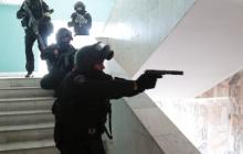 В Казани подросток с пистолетом и ножом захватил заложников в школе: появились фото и первые подробности ЧП