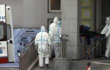 Появилось видео с зараженным короновирусом: он трясется от лихорадки, тело сводят судороги