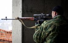 Перемещение наемника РФ попало на видео: снайпер под Зайцево, не прячась, идет к своим позициям