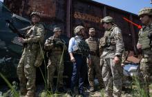 Новый начальник Генштаба Хомчак на встрече с Зеленским надел бронежилет задом наперед - кадры