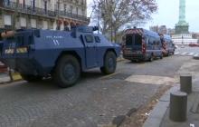Массовые протесты в Париже не утихают: правительство бросило в город бронетехнику – кадры