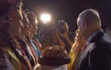Скандальная выходка Сары Нетаньяху: известна причина, по которой жена премьера бросила хлеб на землю
