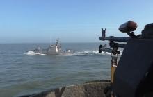 """Военные маневры флота Украины в Азовском море: видео, как ВМС отбили атаку """"диверсантов"""""""