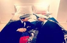 """Путин """"ляжет"""" на Берлускони: появилась фотография постельного белья, которое экс-премьер Италии преподнес своему российскому приятелю"""