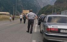 """""""Люди орут. Дети, старики и беременные. Никого не пропускают"""": ФСБ устроила ад на границе с Грузией"""