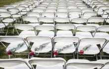 298 пустых стульев: у посольства России в Гааге провели громкую акцию в память о МН17