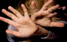 Пока мать в магазине: под Николаевом над 13-летней девочкой надругался отчим