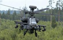 США перебросили 9 военных вертолетов Apache и Black Hawk на границу с Беларусью: известна причина
