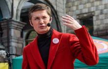 """Игорь Кондратюк нашел способ приободрить украинцев во время карантина: """"Можно и сидя, и лежа"""""""