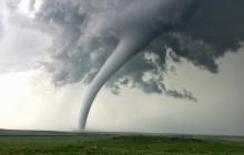 Климатологи бьют тревогу: Москве предрекли торнадо и смерчи из-за аномальной жары