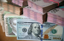 """Гривна может """"пошатнуться"""": озвучен тревожный прогноз по курсу валют"""