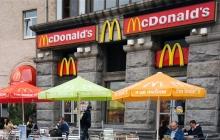 """""""Моя мама живет в России"""", - кассир McDonald's в Киеве по-хамски отказался говорить на украинском языке, кадры"""