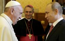 """Путин вызвал смех """"греховным"""" подарком, преподнесенным Папе Римскому"""