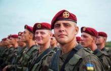 """""""Слава і шана мужнім воїнам"""", - Порошенко выразил гордость отважными бойцами в день Национальной гвардии Украины. Кадры"""