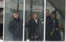 Мужчина, захвативший мост в Киеве, озвучил первое требование - на место ЧП срочно прибыли Аваков и Кличко