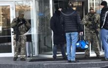 СБУ и ГБР пришли с обыском в спортклуб Порошенко
