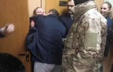 """""""Мы с вами, все хорошо!"""" - пленных украинских моряков трогательно встретили в российском суде - видео"""