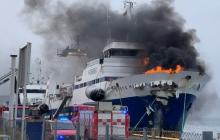В порту Тромсе полыхает российский корабль: все заволокло черным дымом, начата срочная эвакуация