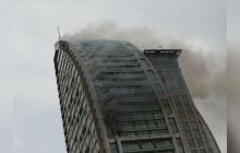 """Пожарные уже несколько часов не могут потушить в Баку знаменитый небоскреб """"Башня Трампа"""": очевидцы показали первые кадры пожара"""