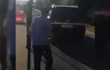Ахра Авидзба протаранил на внедорожнике забор на границе Абхазии и России: видео
