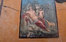 В римских Помпеях обнаружена уникальная фреска, изображающая мифического Нарцисса, – кадры