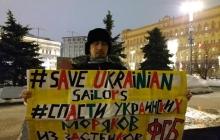 """""""Свободу морякам Украины"""", - россияне смело вышли на протест в центре Москвы с плакатами и лозунгами - кадры"""