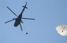 """Смелые украинские ВДВшники показали """"класс"""" - десантники Украины провели учения по прыжкам с парашютом в воду - обнародованы кадры"""